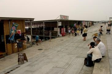 La plage de Enoshima et ses restaurants