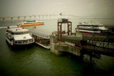 Embarquement pour le ferry vers Hong Kong. Ici, Macao et un des 2 ponts gigantesques reliant Macao à l'île de Taipa