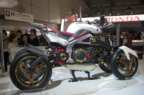 Yamaha Tesseract, Prototype Hybride à 4 roues