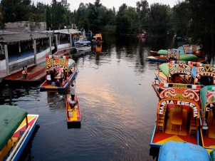Les canaux sont envahis d'embarcations les après-midi dominicales
