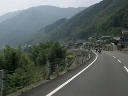 Apres les mini route de montagne, nous revoila sur une belle 2 voies longeant la riviere Shimato qui va nous mener a l'est de shikoku pour embarquer vers kyuushuu.