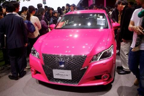 Toyota Crown Athete en rose