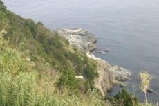 la montagne rejoint la mer, paysage typique de la cote dechiree de Shikoku.