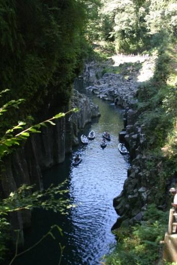 Les gorges de Takachiko. Un endroit paisible, si ce n'est les haut parleur criant je ne sais quoi a tue-tete.