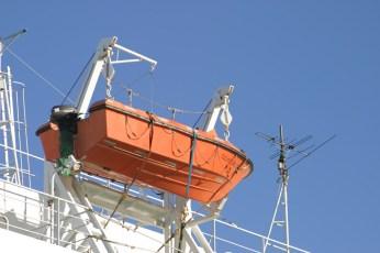 Element indispensable de tout ferry, la barque de secours. On ne sait jamais ...