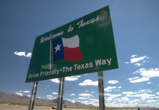 welcome to texas freeway sign