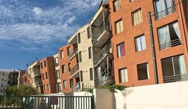 A Maipú building complex heavily damaged by the earthquake in Chile - Photo: Esteban Maldonado A./Flickr