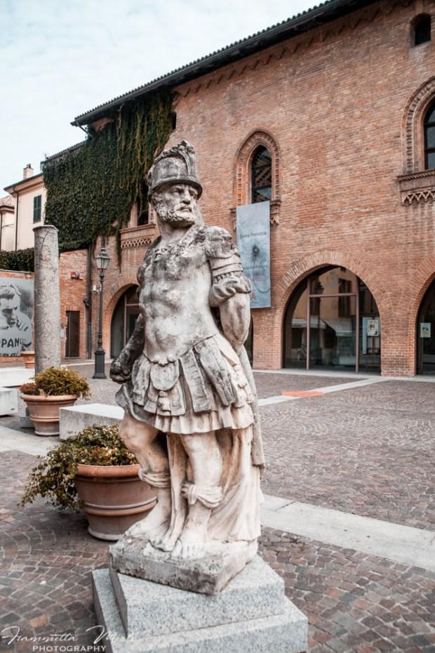 Piazza Aristide Arzano su via Emilia Tortona