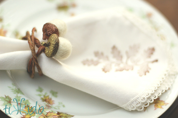 DIY Felt Acorn Napkin Rings for your Thanksgiving Table