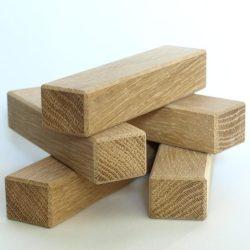 cuburi din stejar slefuite perfect pe fete si muchii