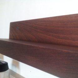 lemnul masiv de fag folosit pentru rafturi de condimente realizate diy