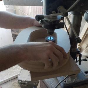 am folosit smirghel de granulatie mare pentru bormasina cu stand, pentru a slefui interior literei O