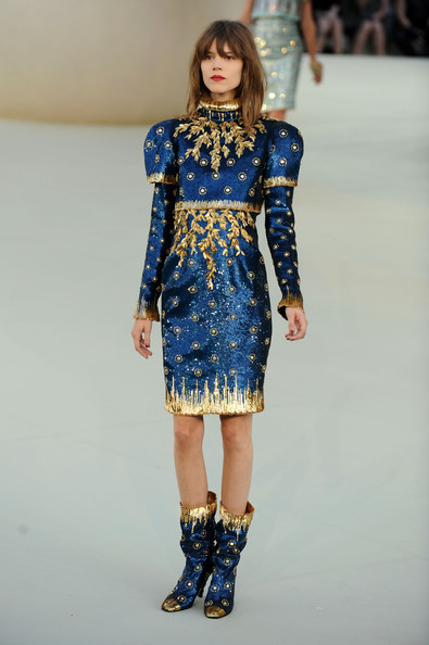 Chanel+Runway+PFW+Haute+Couture+F+W+2011+Dkh1RyKF3Idl