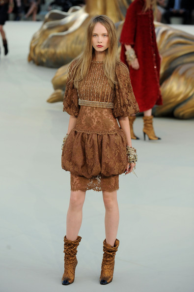 Chanel+Runway+PFW+Haute+Couture+F+W+2011+Sh9uGT6gE-yl