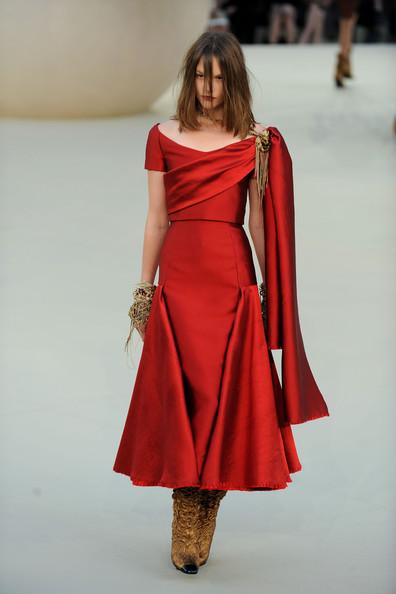 Chanel+Runway+PFW+Haute+Couture+F+W+2011+bVqMmAw_00jl