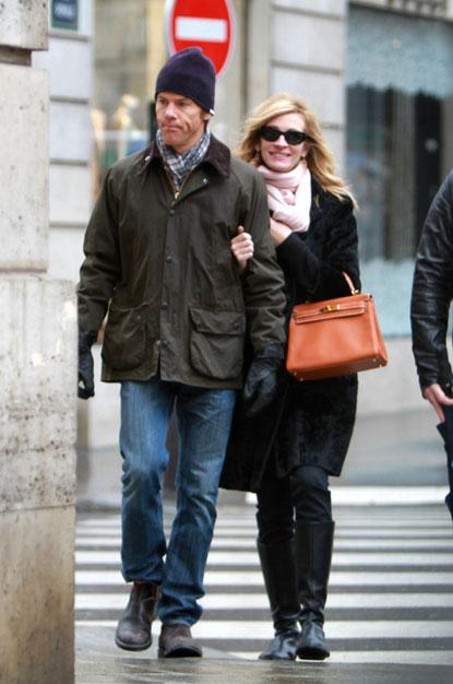 Julia Roberts in Paris with her Hermes Kelly bag