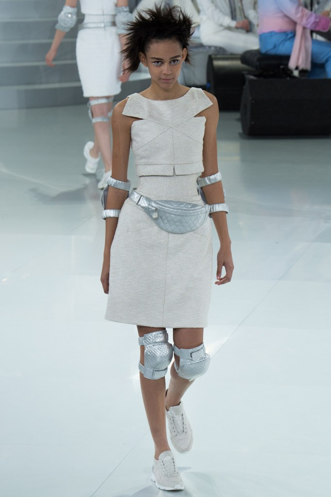 chanel-spring-2014-couture-07_104730427912