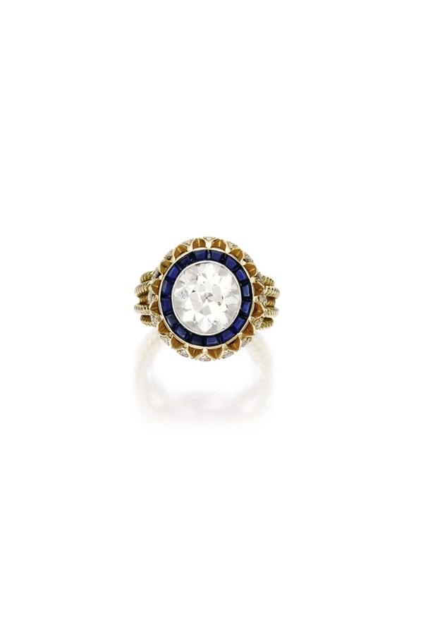 mary-kate-olsen-engagement-ring-vogue-6mar14-sothebys_b