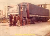 Le premier Scania 110 des transports Iochum avec de G à D: Serge Baguès, Gérard Iochum et le malheureux Marc Clerice qui s'est pendu avec un cable TIR.