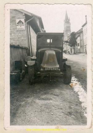 Le tout premier tracteur dans les rues de Vinay