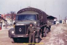 Devant mon Berliet GLR camion remorque