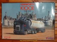 Poster publicitaire du K100 devant le château de Chambord.