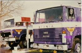 Pause ravitaillement pour le Scania et le Willème.