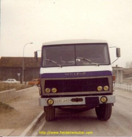 Donc mon tracteur 272 GT 62 est celui qui était équipé (lorsque je l'ai touché) du moteur Scania 140 de 350 CV récupéré du Scania 140 avec lequel s'était tué un chauffeur en Italie.