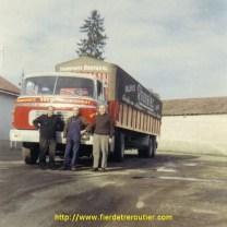 Jean et Gaston Bouvarel, avec Robert le chauffeur. C'est au dépôt de la gare, dans les années 70.