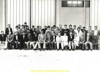 1980 : tous les chauffeurs sont là pour inaugurer le nouvel entrepôt en zone artisanale. L'ambiance familiale et humaine a toujours été la règle.
