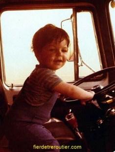 le petit bonhomme au volant c'est moi