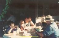 Remi, le Bourguignon et Tagada chez Ali, dans une guinguette à Bursa.