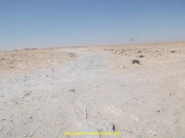 Cette zone s'appelle le no man's land, c'est une bande de 4 km entre Maroc et Mauritanie qui appartient à l'ONU