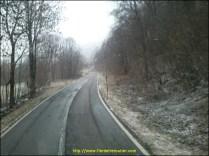 enfin la route redevien normal mais la neige se met à tomber et commence à tenir sur le bas coté