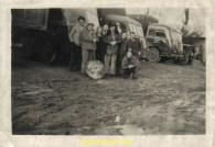 Barrière de degel, Roger (accroupi) et ses collègues