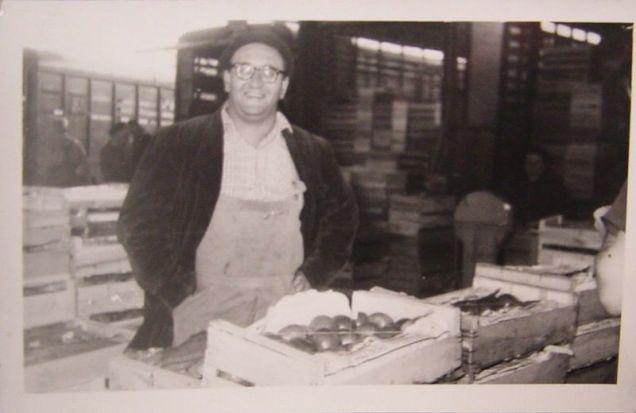 Francis CHEVRIER primeur en gros sur le marché d'ANNEMASSE