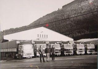 1975 Les deux frères Chevrier reprennent la partie transport et après un passage par VOLVO et MAGIRUS font confiance à DAF *Les premiers DAF datent de 1978. Avant, on a fait un tour chez volvo (2) en 77 et après chez MAGIRUS (c'était un ami qui avait pris la concession!! ) 1975 c'est la date ou on a repris le transport