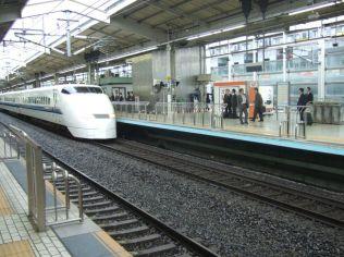TGV japonais le SHINKANSEN, rames de 16 voitures de 100 places chacune,
