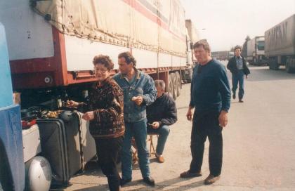 Toujours important la bouffe et c'est la femme de dédé qui s'y colle un vrai cordon bleu aux portes de notre client: Renault à Bursa (Turquie)