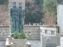 tombeau de la famille Nissan dans le cimetière aux 200 000 pierres tombales du mont KOYA !!