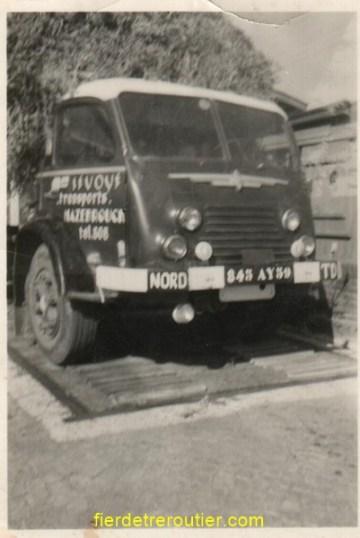 son premier camion d'occasion en 1959 sur la bascule déjà en surcharge mais voilà il faut bien commencer.