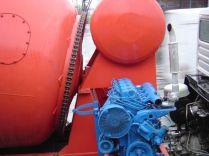 le moteur auxiliaire diesel et la chaine d'entrainement de la toupie