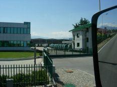 Début d'après-midi, nous arrivons chez Lannutti à Cuneo. Lannutti s'occupe de la logistique de Glaverbel/Cuneo, s'occupe du stockage, de la transformation (pare-brise...) et la réexpédition du verre.