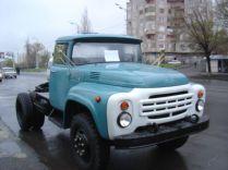 Un tracteur de marque Gaz à vendre. Il ressemble comme 2 gouttes d'eaux au Zil.