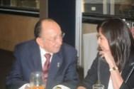 Doña Mari Carmen Ibarra Fariña –Vicepresidente Grupo ACIR Nacional-, conversando con Enrique Hernández Flores