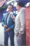"""Entrevistando al Maestro de Tetela de Ocampo Joselito Huerta, durante una transmisión en vivo de alguna Novillada de la """"Feria Nacional del Novillero Telmex"""", desde el callejón de """"La Florecita"""" (Estado de México, México)"""