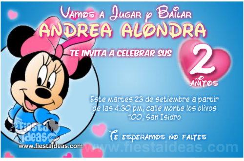 Invitaciones de Minnie Mouse con vestido celeste y lazo rosa