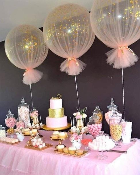 centros de mesa para bautizo con globos y bombones