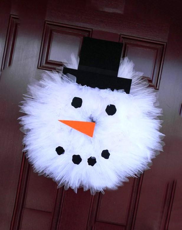 Corona de tul con figura de muñeco de nieve