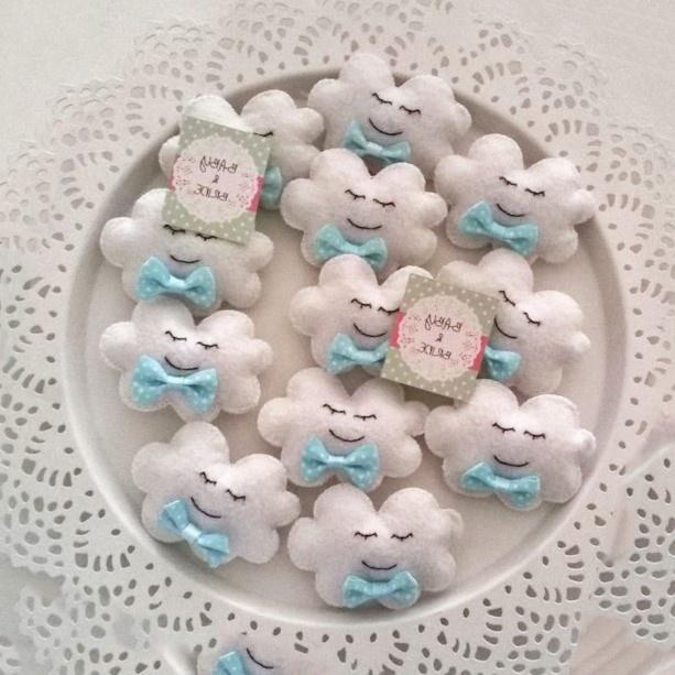 c8c1cc810 10.- Recuerdos bordados en crochet (Ganchillo) con forma de biberones. Recuerdos  para baby shower ...